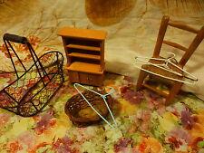lot décor poupée ,chaise,paniers armoire ,ceintres