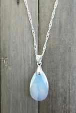 Kette silberfarben verziert mit Swarovski® Kristall Tropfen White Opal Weiss
