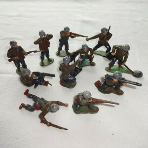 VINTAGE PLASTIC MODEL SOLDIERS. GREY HELMETS. Circa 1955. 1/32 scale