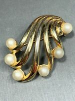 Vintage Pin Brooch Crown Trifari Gold Tone Open White Pearl Swirl 2""