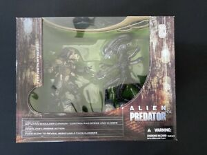 Alien and Predator - McFarlane Toys - Deluxe Boxed Set (Movie Maniacs 5) NEW