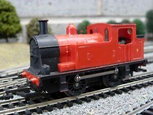 Triang hornby 0-4-0 tank loco R255 for OO gauge model train set