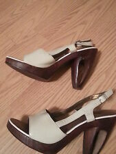 """NWOB Two Lips Open Toe Heels Size 7 """"Cookie"""" Carved Out Heel White"""