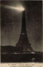 CPA PARIS (7e) La Tour Eiffel. la nuit le phare et l'Horaire (534846)