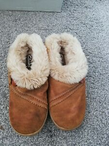 Clarks ladies tan suede slippers size 3