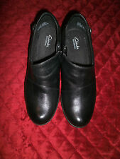 CLARKS VERY GENTLY USED BLACK BENDABLES 1.5 INCH HEEL