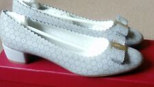 Salvatore Ferragamo Vara Dentelle Gris Clair Chaussures