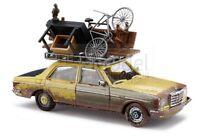 BUSCH 46858 - Mercedes W123 Limousine con carico sul portabagagli Scala H0 1:87