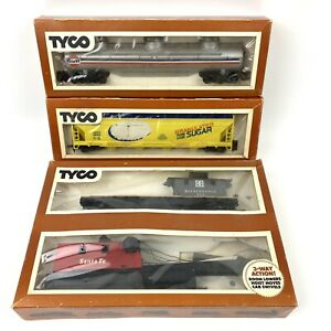 TYCO Train Car Lot  - HO Scale - Needs Restored or FOR REPAIR OR PARTS