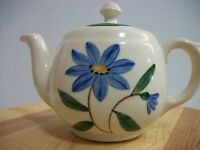 VINTAGE USA CERAMIC TEAPOT/COFFEE POT FLORAL DESIGN