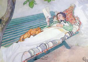 Postkarte: Carl Larsson - Lesende Frau mit Hund auf einer Gartenbank liegend