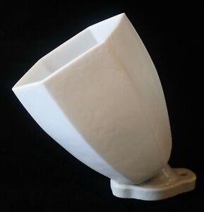 Ancienne applique en porcelaine avec tulipe opaline art déco pour salle de bain