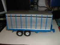 BRITAINS #42765 TWIN AXLE LIVESTOCK TRANSPORTER DAMAGED GATES NO BACK DOOR