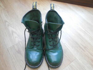 DR MARTENS  GREEN LEATHER HIGH TOP BOOTS  SIZE UK 4