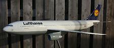 Lufthansa Reisebüro Flugzeug Modell Airbus A 300-600 in 1:50 selten neuwertig