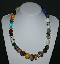 Bunte Perlenkette mit antiken Trade Beads wie Millefiori Agate Krobo Bakelit