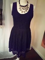 Kleid kurz aus Spitze, Häkelspitze, Shirtkleid, Party  schwarz, Gr. 40 - AJC