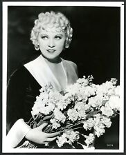 "MAE WEST with BOUQUET of FLOWERS~GLOSSY B/W 8""x10 PUBLICITY STILL PORTRAIT PHOTO"