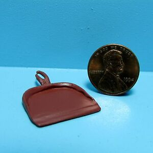 Dollhouse Miniature Handcrafted Dust Pan in Red  HW490R