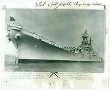 1951 US Battleship USS Missouri with ANNAPOLIS Midshipmen on Bow Press Photo