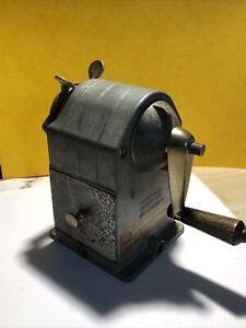 taille crayon de bureau, caran d'ache fabriqué en suisse, métal, gris N°455