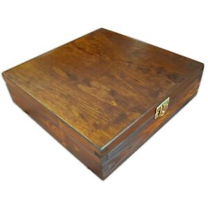 WOODEN BOX 23x23x6cm IN BROWN COLOUR