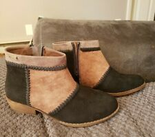 Roxy Women's Devlin Suede Ankle Bootie Boot, Black Brown Size 6.5