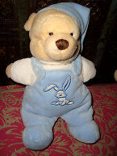 H# DOUDOU WINNIE L'OURSON SALOPETTE BLEU LAPIN DISNEY env 25 cm