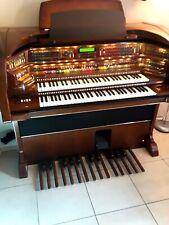 Beautiful Lowrey Majesty electronic organ ! ( mahogany wood)