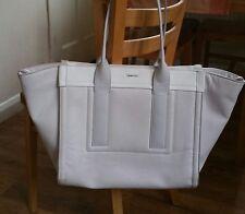 Nice womens handbag from Calvin Klein. Very good condition.