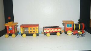 Vintage Fisher Price USA HUFFY PUFFY 999 Wood Toy Locomotive with 3 Train Cars