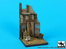 Black Dog 1/35 House Section with Entrance Africa Vignette / Diorama Base D35078