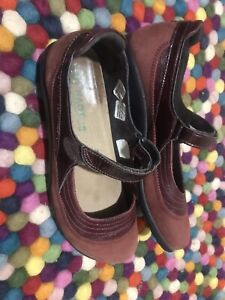 Women's *~*NAOT *~*Mary Jane Shoes    Size  40 9