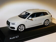 Audi Q7 de 2015 blanc glacier au 1/43 de  spark