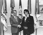 Внешний вид - New 11x14 Photo: Legendary Singer Elvis Presley & President Richard Nixon, 1970