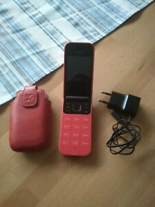 Nokia 2720 - 4GB - Meerschwarz (Ohne Simlock) (Einzel-SIM)mit zubehör
