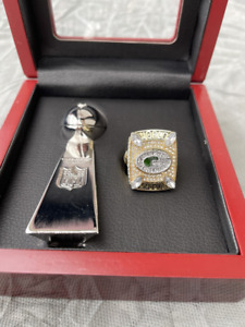 2010 Green Bay Packers Super Bowl Ring & Vince Lombardi Trophy Set