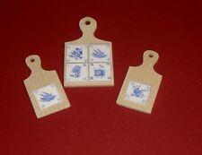 3 Küchenbrettchen mit blauem Dekor - Miniatur 1:12 - Puppenhaus -94-