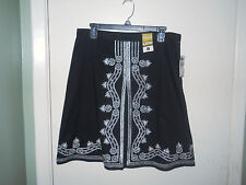 Old Navy Ladies Skirt Size 8 Black with Silver Embellishments Low Waist NWT