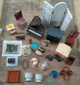 Collection of Dolls House Furniture & Accessories
