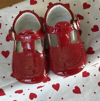 Spanish baby girl red leather patent soft shoe pre walkers size EU 16 (4-6 mths)