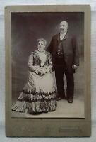 altes Foto Fotografie Kabinettfoto Ehepaar Hochzeit um 1880 M. Yogg Newark N. J.