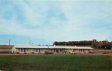 Colonial Motel Algona Iowa old cars Postcard