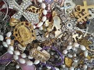 ESTATE VINTAGE ~ NOW RELIGIOUS CATHOLIC JEWELRY LOT MEDALS ROSARY CROSS+ 5 Pcs