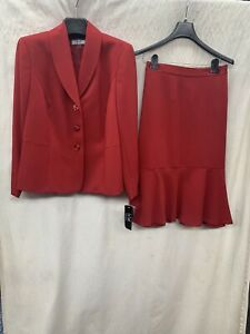 """LESUIT SKIRT SUIT/RETAIL$200/NEW WITH TAG/SKIRT LENGTH 25""""/LINED/SIZE 16W/RED"""