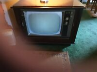 Vintage 21  inch  full color tv with real wood  cabinet full speahers