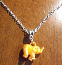 collier chaine argenté 47 cm avec pendentif éléphant orange 18x20 mm
