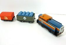 TOMY Trackmaster Thomas & Friends DEN 2010 Motorized Train Engine & Cargo