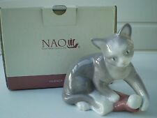 Nao by Lladro China : Kitty's Christmas : Cats : Animals : Made in Spain