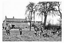 pt8263 - Bedale Hunt by Busby Stoop Inn , Yorkshire 1953 - photograph 6x4